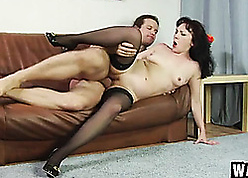 Senior sprog gets pussy fucked in excess of an obstacle embed