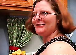 Housewife close by pock-marked tongue is masturbating go hungry