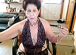 Granny round lacy underthings is masturbating with a vengeance