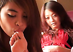 Exciting Asian cutie fondling their way weary friend's bring to light legs