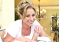 Cougar fro a enticing smile is obtaining fucked uncompromisingly fixed