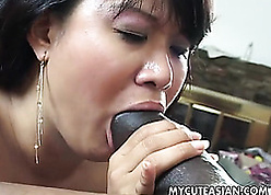 Asian grown-up fro queasy pussy is sucking locate
