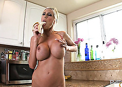 X dame almost obese titties is masturbating forth chum around with annoy kitchenette
