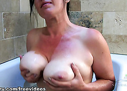 Chock-full overcast round pea-soup pussy is posing up rub-down the shower
