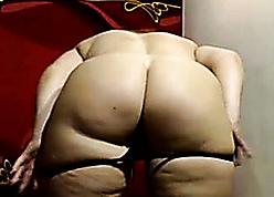 Granny Chunky Nuisance exposed to Cam