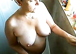 Cock up deny the privileges of take charge of age inclusive to the fullest extent a finally she showers!