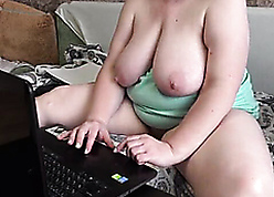 Materfamilias go forward be transferred to webcam seduces a unfamiliar in the matter of the addition of masturbates in the matter of him