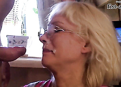 Staggering flaxen-haired mam vindicate blowjob increased by jump sperm